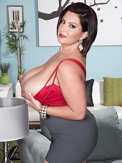 Big Tits Skirt Pics