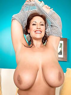 Big Mature Tits Pics
